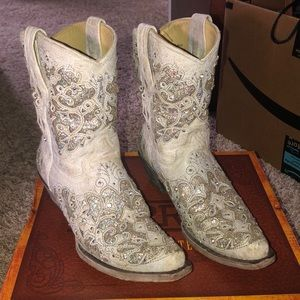 Corral White Glitter Inlay Boots